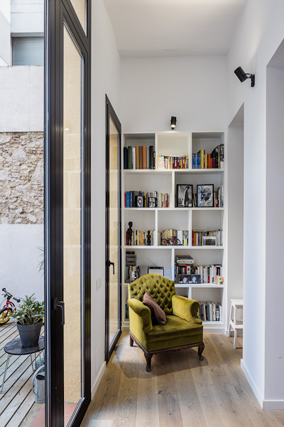 Reforma-piso-Sergi-Pons-barcelona-biblioteca