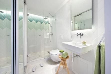 Reforma piso Born Barncelona Egué Y seta, baño blanco