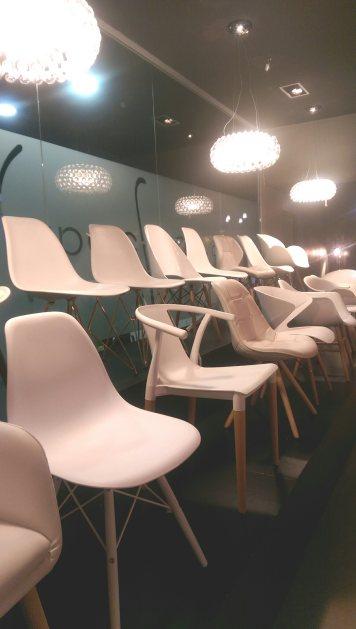 Showroom Superstudio Barcelona exposición de sillas