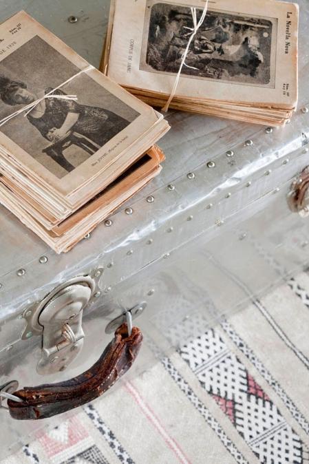 Interiorismo-atico-mesita-maleta