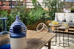 Reforma-atico-terraza-mesa-bambú